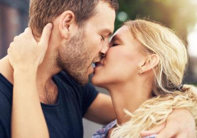 Quand papa et maman s'embrassent devant les enfants