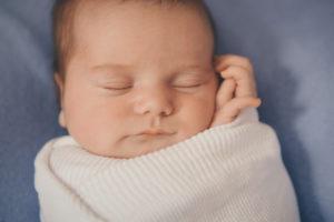 Comment garder bébé au chaud pendant le bain en hiver