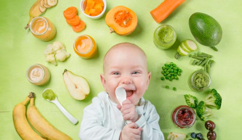 Diversification alimentaire du bébé: quand commencer et quoi lui donner?