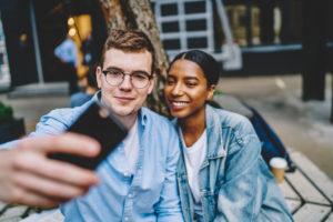Relations amoureuses sur les réseaux sociaux